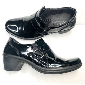 Easy Works by Easy Street Black Patent Clogs 7